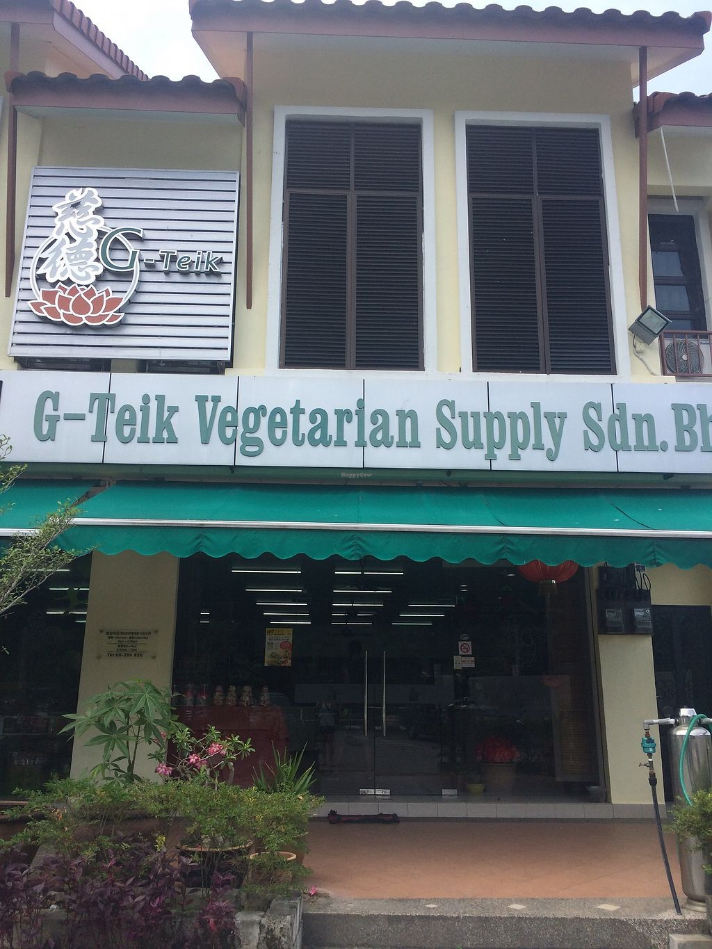 """Photo of G-Teik Vegetarian Supply  by <a href=""""/members/profile/LaurenceMontreuil"""">LaurenceMontreuil</a> <br/>front <br/> March 10, 2018  - <a href='/contact/abuse/image/124/368727'>Report</a>"""