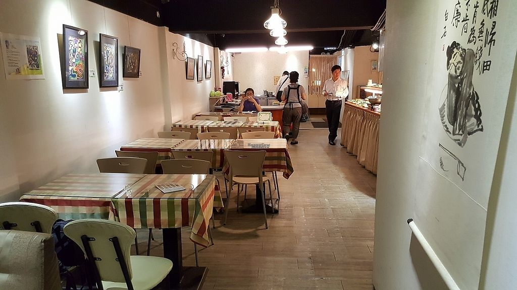 """Photo of Tong-1 Vegetarian Garden  by <a href=""""/members/profile/yogiexplorer"""">yogiexplorer</a> <br/>hall view 1 <br/> November 22, 2016  - <a href='/contact/abuse/image/314/193271'>Report</a>"""