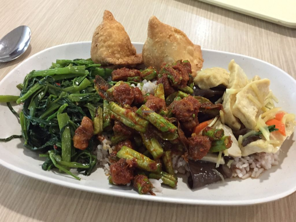 "Photo of Rabiengboon  by <a href=""/members/profile/peterstuckings"">peterstuckings</a> <br/>A plate, apologies for the 2 samosas which were from a different place <br/> October 29, 2016  - <a href='/contact/abuse/image/341/185087'>Report</a>"