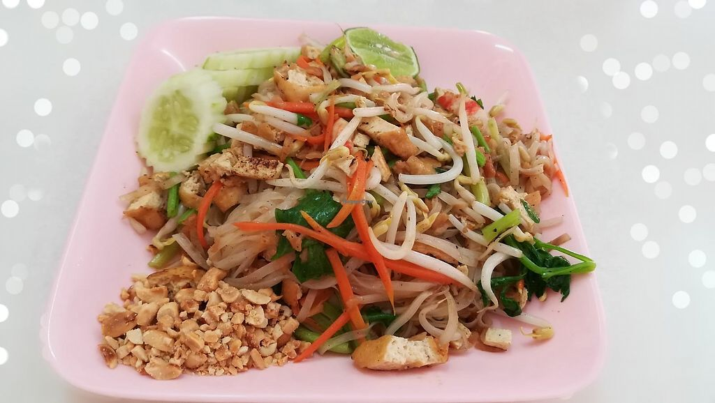 """Photo of Num Heng Vegetarian  by <a href=""""/members/profile/ChoyYuen"""">ChoyYuen</a> <br/>Pad Thai <br/> May 20, 2018  - <a href='/contact/abuse/image/378/402345'>Report</a>"""