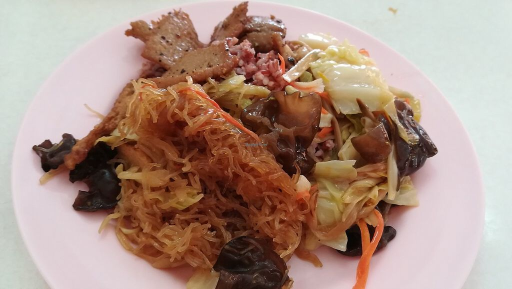"""Photo of Num Heng Vegetarian  by <a href=""""/members/profile/ChoyYuen"""">ChoyYuen</a> <br/>Brown rice with choice of dishes from buffet counter <br/> May 20, 2018  - <a href='/contact/abuse/image/378/402347'>Report</a>"""