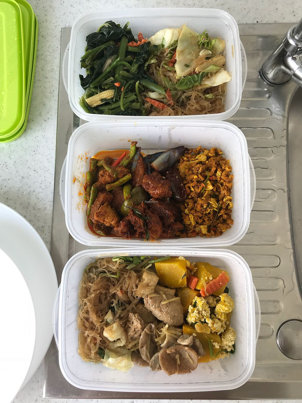 "Photo of Her San - Heason  by <a href=""/members/profile/allyandlouis"">allyandlouis</a> <br/>Take away bring your own containers as they don't support foam containers! Great idea  <br/> February 27, 2018  - <a href='/contact/abuse/image/384/364509'>Report</a>"