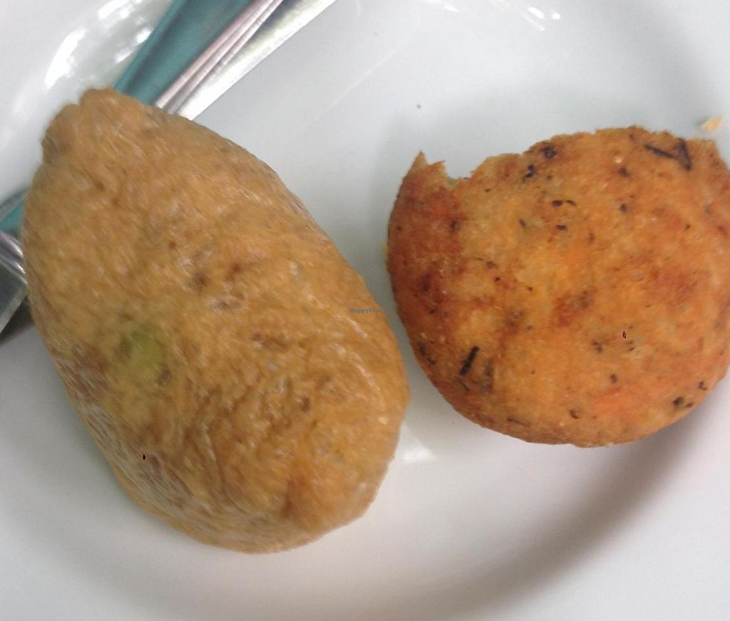 """Photo of Iku Wholefood Kitchen  by <a href=""""/members/profile/chantea"""">chantea</a> <br/>Tofu pocket and rice balls <br/> April 26, 2014  - <a href='/contact/abuse/image/487/248211'>Report</a>"""