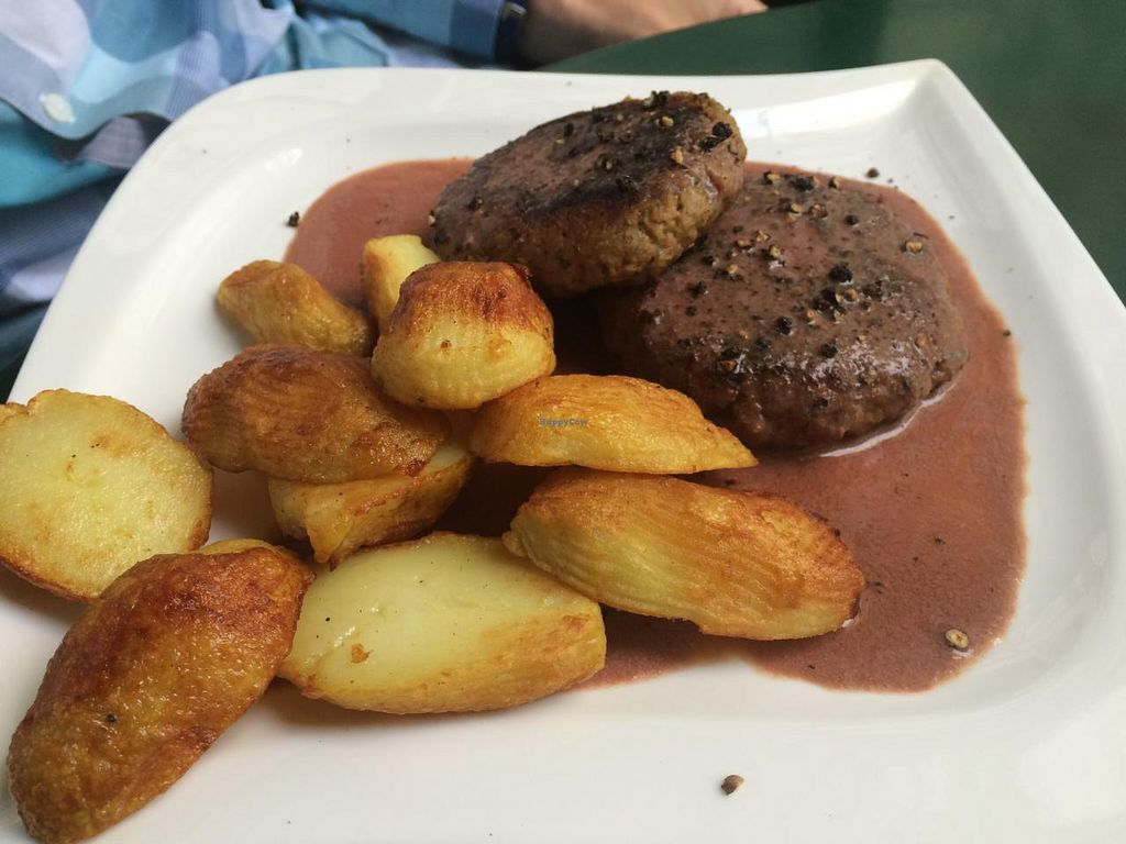 """Photo of CLOSED: Bio Bar von Antun  by <a href=""""/members/profile/VeganCookieLover"""">VeganCookieLover</a> <br/>Tasty pepper steak and pretty potatoes <br/> June 11, 2015  - <a href='/contact/abuse/image/577/105425'>Report</a>"""