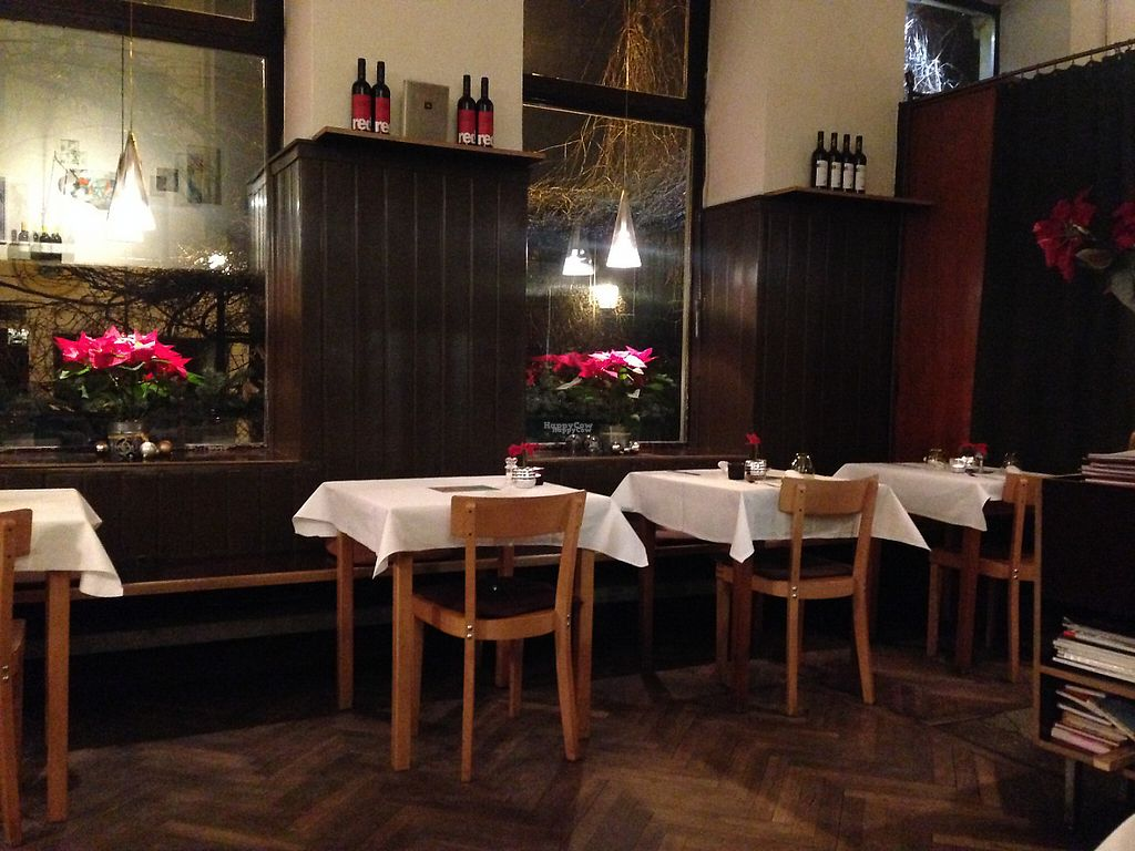 """Photo of Hollerei  by <a href=""""/members/profile/Domsy"""">Domsy</a> <br/>Perfect spot for dinner! Classy yet casual and comfortable <br/> January 2, 2017  - <a href='/contact/abuse/image/584/207084'>Report</a>"""