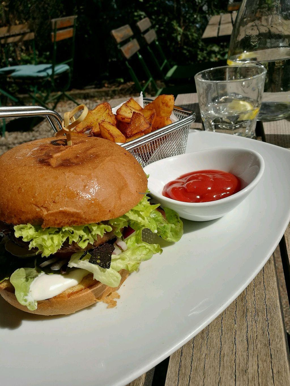 "Photo of Hollerei  by <a href=""/members/profile/LucieGaspari"">LucieGaspari</a> <br/>quinoa burger <br/> April 4, 2018  - <a href='/contact/abuse/image/584/380622'>Report</a>"