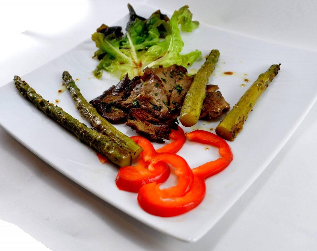 "Photo of Manger Autrement  by <a href=""/members/profile/JonJon"">JonJon</a> <br/>Asparagus and oyster mushrooms <br/> May 22, 2015  - <a href='/contact/abuse/image/883/103063'>Report</a>"
