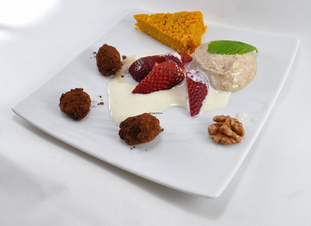 "Photo of Manger Autrement  by <a href=""/members/profile/JonJon"">JonJon</a> <br/>Truffles walnuts, almond cream and carrot cake <br/> May 22, 2015  - <a href='/contact/abuse/image/883/103067'>Report</a>"