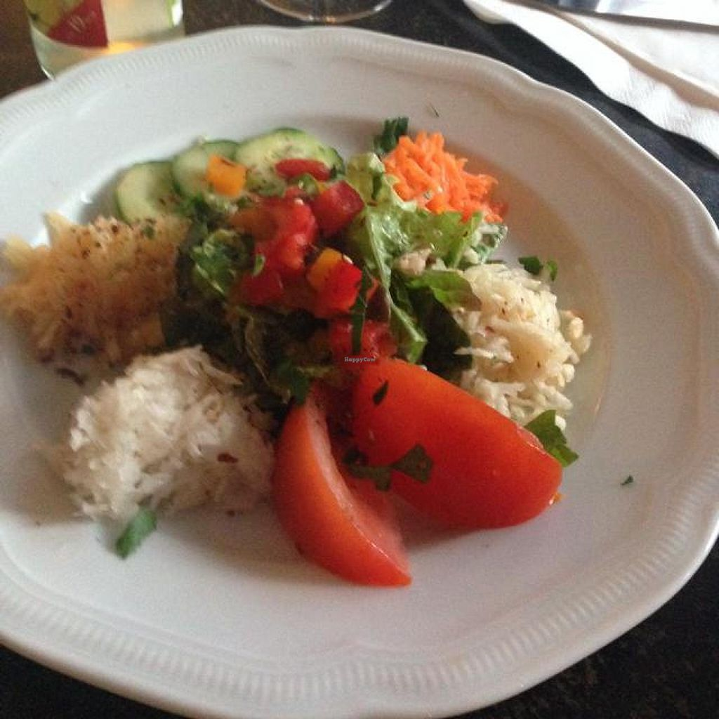 """Photo of Hiller  by <a href=""""/members/profile/AndyT"""">AndyT</a> <br/>Starter: Mixed salad <br/> April 17, 2014  - <a href='/contact/abuse/image/926/67803'>Report</a>"""