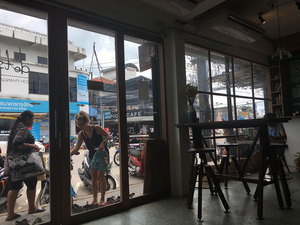 """Photo of Dots Coffee  by <a href=""""/members/profile/vagabonding2018"""">vagabonding2018</a> <br/> View to the Street <br/> April 8, 2018  - <a href='/contact/abuse/image/100052/382270'>Report</a>"""
