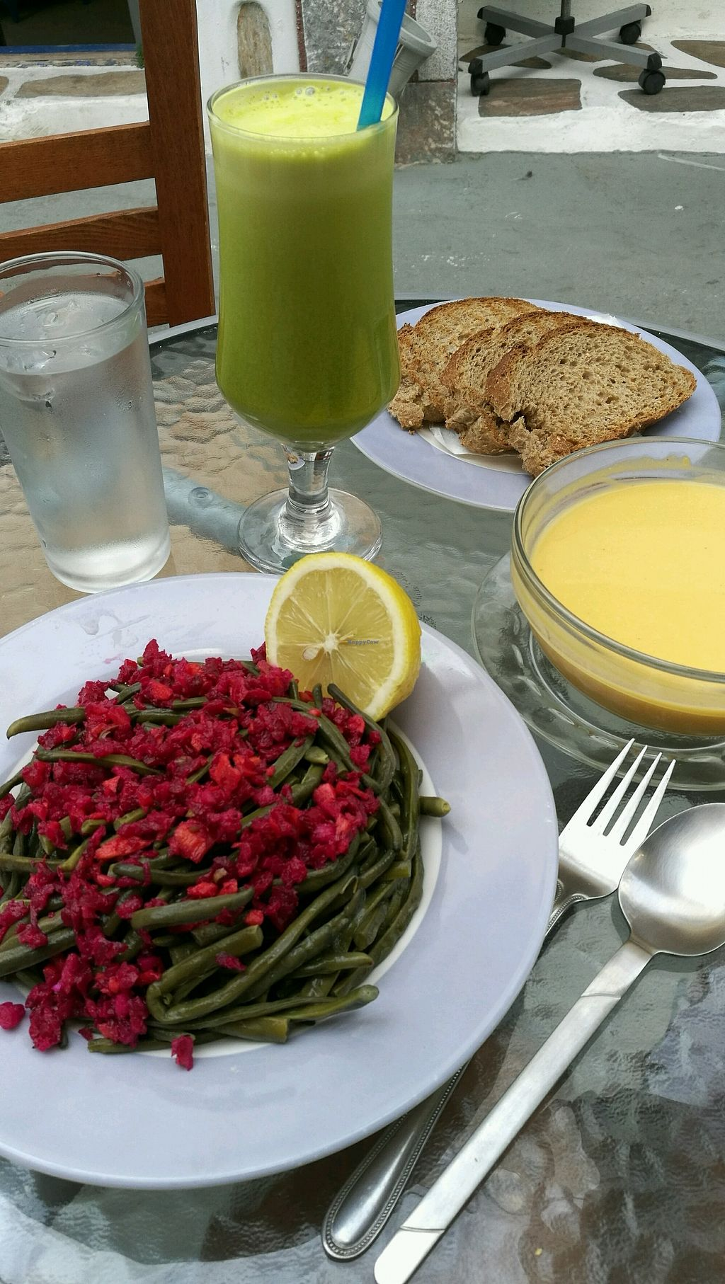 """Photo of Kelari  by <a href=""""/members/profile/beat"""">beat</a> <br/>Green juice, beans from Maria's garden and a pumpkin soup <br/> September 11, 2017  - <a href='/contact/abuse/image/100440/303179'>Report</a>"""