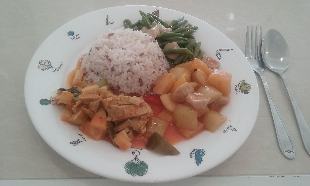 """Photo of Happy Time  by <a href=""""/members/profile/airah"""">airah</a> <br/>Rice with 3 choices from hot foods - 45 baht 1 choice - 35 baht 2 choices - 40 baht etc <br/> September 7, 2017  - <a href='/contact/abuse/image/100465/301790'>Report</a>"""