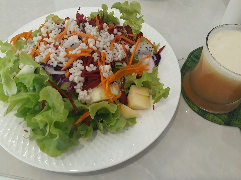 """Photo of Happy Time  by <a href=""""/members/profile/LilacHippy"""">LilacHippy</a> <br/>Salad and cold pressed juice <br/> November 27, 2017  - <a href='/contact/abuse/image/100465/329570'>Report</a>"""