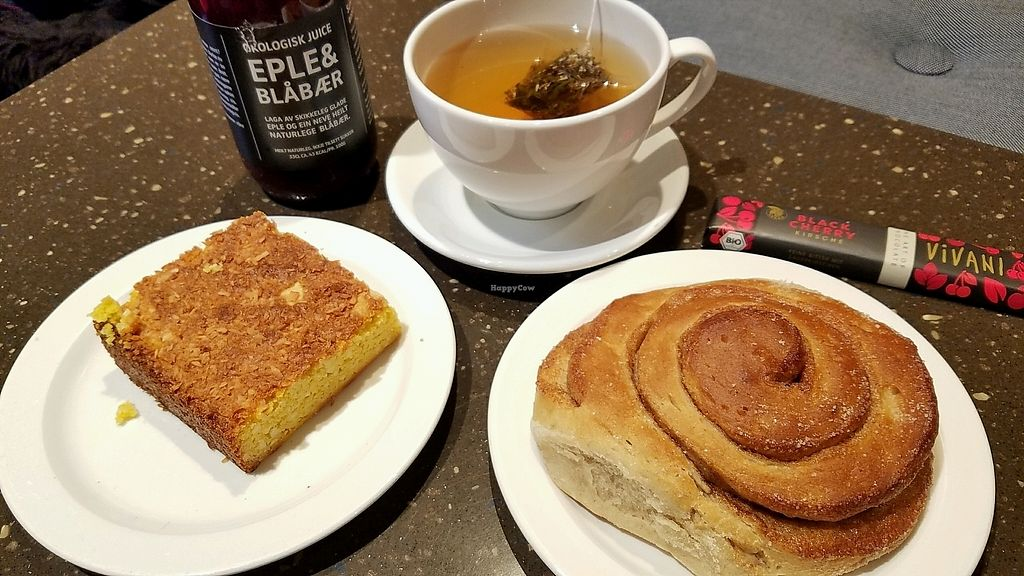 """Photo of Godt Brød Fløyen  by <a href=""""/members/profile/eric"""">eric</a> <br/>vegan cakes and chocolate <br/> September 30, 2017  - <a href='/contact/abuse/image/100675/310024'>Report</a>"""
