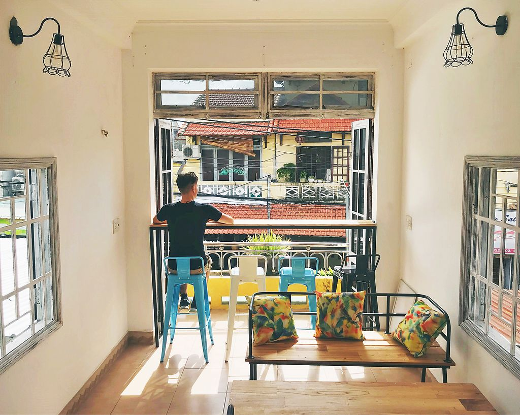 """Photo of Blended Wellness Smoothie Bar  by <a href=""""/members/profile/Eat%20Away"""">Eat Away</a> <br/>Sitting upstairs and enjoying the street ambient!  <br/> December 18, 2017  - <a href='/contact/abuse/image/100803/336745'>Report</a>"""