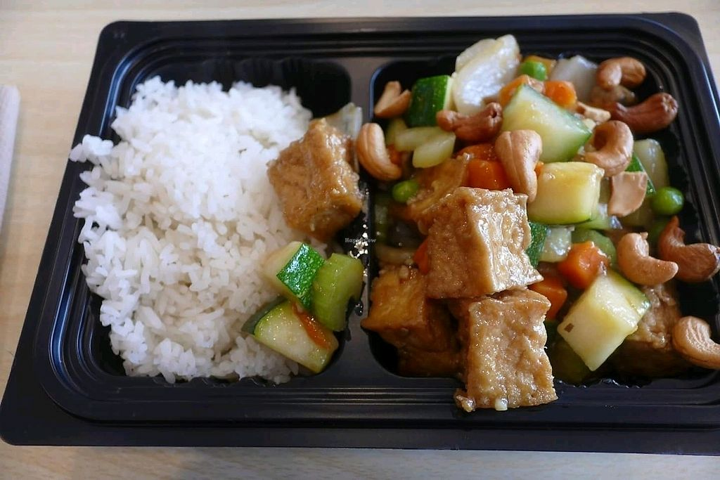 "Photo of Veggie House  by <a href=""/members/profile/xxlilaznbo1pc5xx"">xxlilaznbo1pc5xx</a> <br/>Stir-Fried w/ Cashewnut Tofu: Onion, zucchini, peas, carrot, green pepper, celery & mushroom +Tofu <br/> September 14, 2017  - <a href='/contact/abuse/image/100875/304441'>Report</a>"