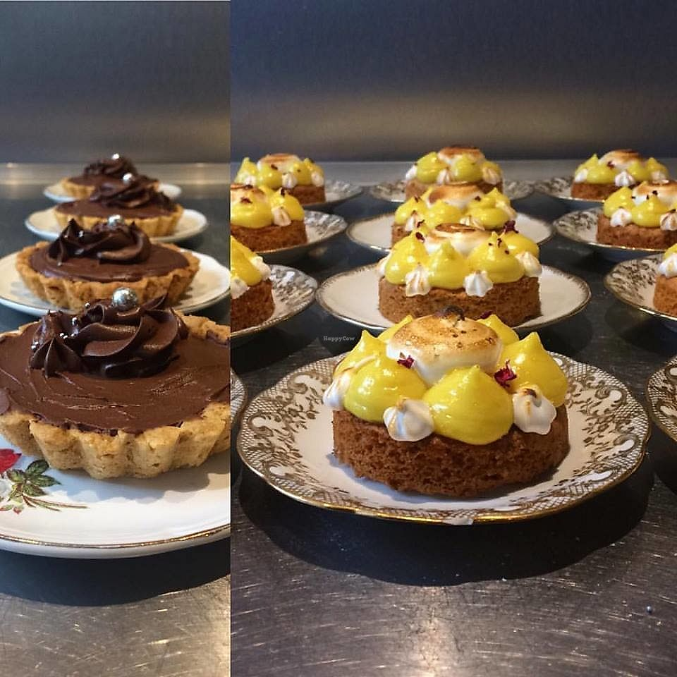 """Photo of La Palette Vintage  by <a href=""""/members/profile/CamilleMcCallister"""">CamilleMcCallister</a> <br/>vegan lemon pie and chocolate pie (vegan too) <br/> September 19, 2017  - <a href='/contact/abuse/image/100916/305972'>Report</a>"""