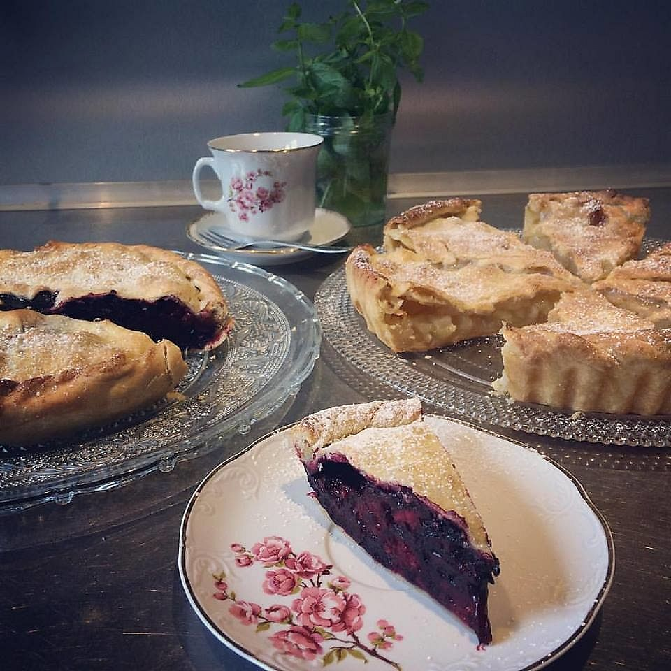 """Photo of La Palette Vintage  by <a href=""""/members/profile/CamilleMcCallister"""">CamilleMcCallister</a> <br/>vegan apple pie and vegan """"fruits rouges"""" pie  <br/> September 19, 2017  - <a href='/contact/abuse/image/100916/305973'>Report</a>"""