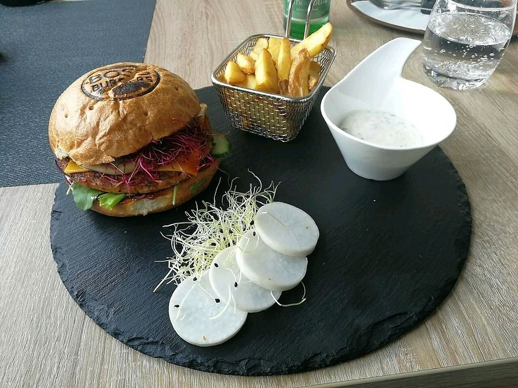 """Photo of Pizza Boss & Boss Burger  by <a href=""""/members/profile/Nikolate"""">Nikolate</a> <br/>vegan burger  <br/> October 6, 2017  - <a href='/contact/abuse/image/100930/312510'>Report</a>"""