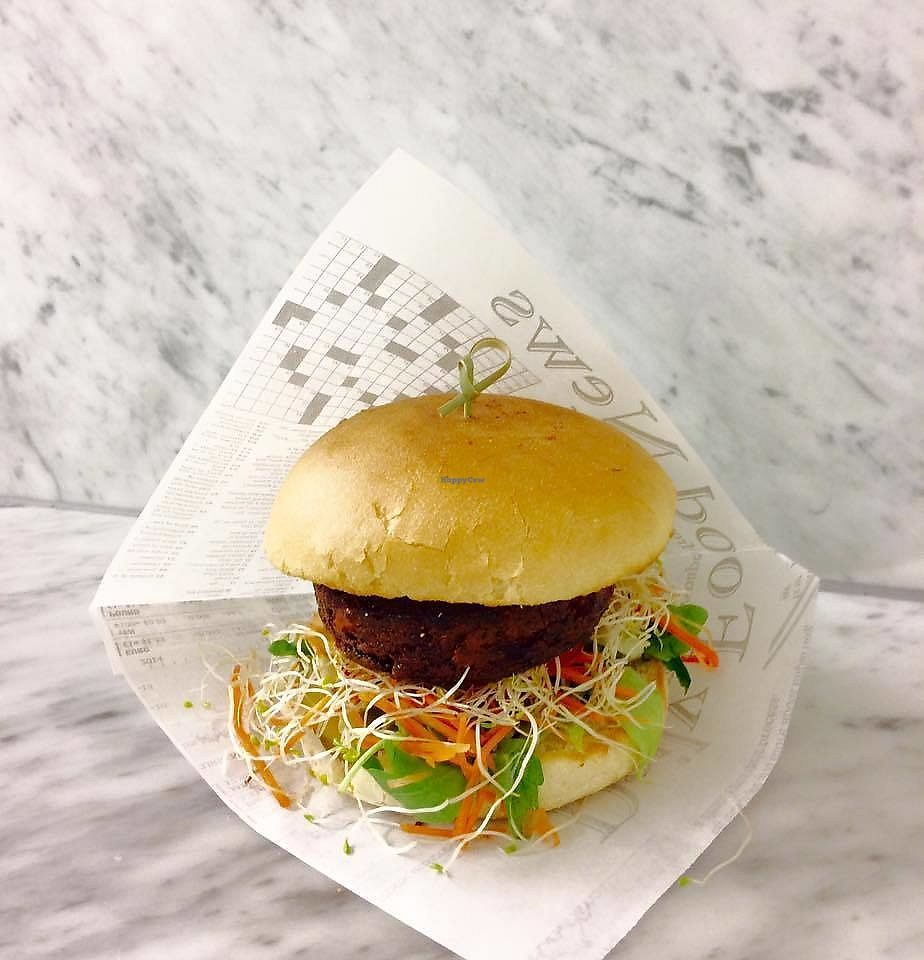 """Photo of Frituur Chips  by <a href=""""/members/profile/MMaree"""">MMaree</a> <br/>Vegan burger (red beet) <br/> September 20, 2017  - <a href='/contact/abuse/image/100970/306345'>Report</a>"""