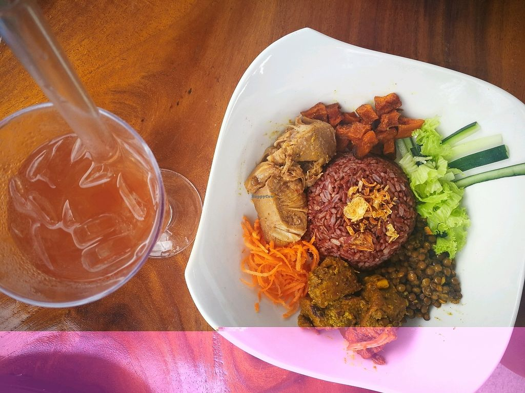 "Photo of Living Kitchen Bali  by <a href=""/members/profile/kiniasia"">kiniasia</a> <br/>Vegan Buddha Bowl <br/> November 8, 2017  - <a href='/contact/abuse/image/100972/323201'>Report</a>"