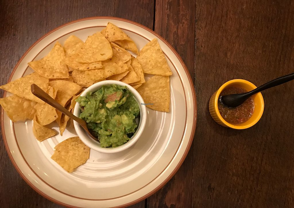 """Photo of Los Novios  by <a href=""""/members/profile/daninhavegan"""">daninhavegan</a> <br/>Guacamole and chips <br/> September 15, 2017  - <a href='/contact/abuse/image/100990/304799'>Report</a>"""