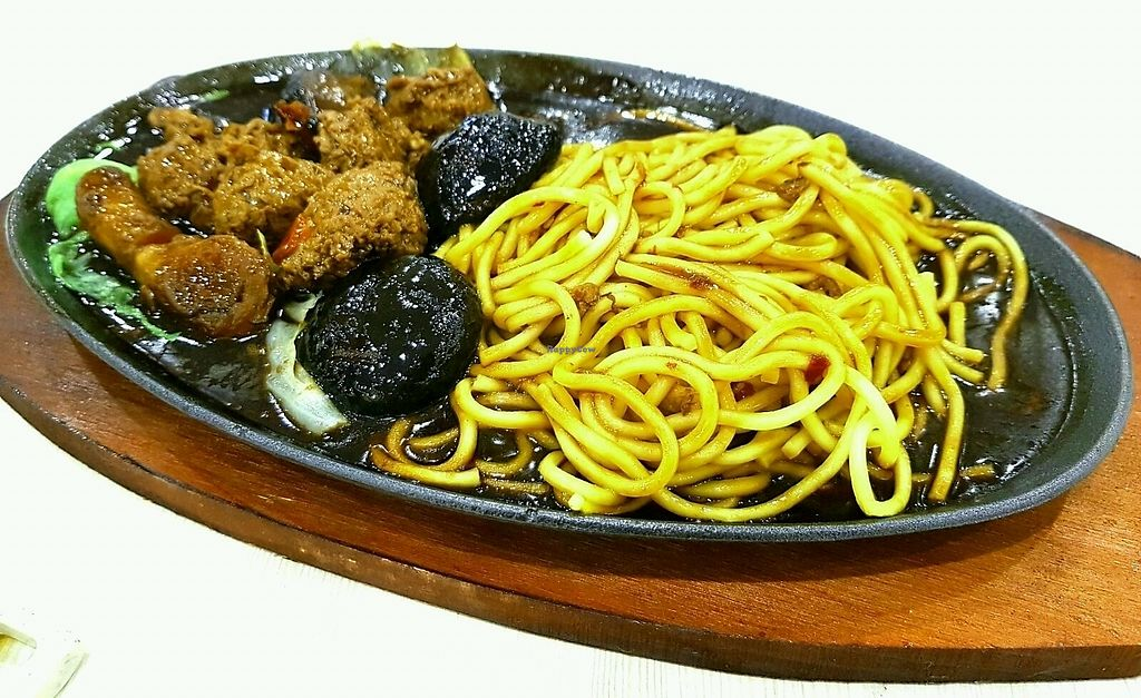 """Photo of T-vege Food Stall  by <a href=""""/members/profile/JimmySeah"""">JimmySeah</a> <br/>Noodles on hotplate  <br/> September 15, 2017  - <a href='/contact/abuse/image/101052/304863'>Report</a>"""