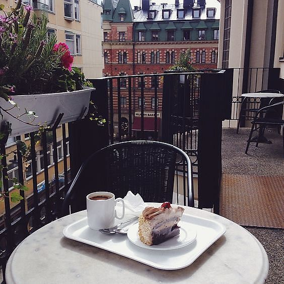 """Photo of Citykonditoriet  by <a href=""""/members/profile/treemelody"""">treemelody</a> <br/>Vegan cake on the balcony.  <br/> September 19, 2017  - <a href='/contact/abuse/image/101250/306085'>Report</a>"""
