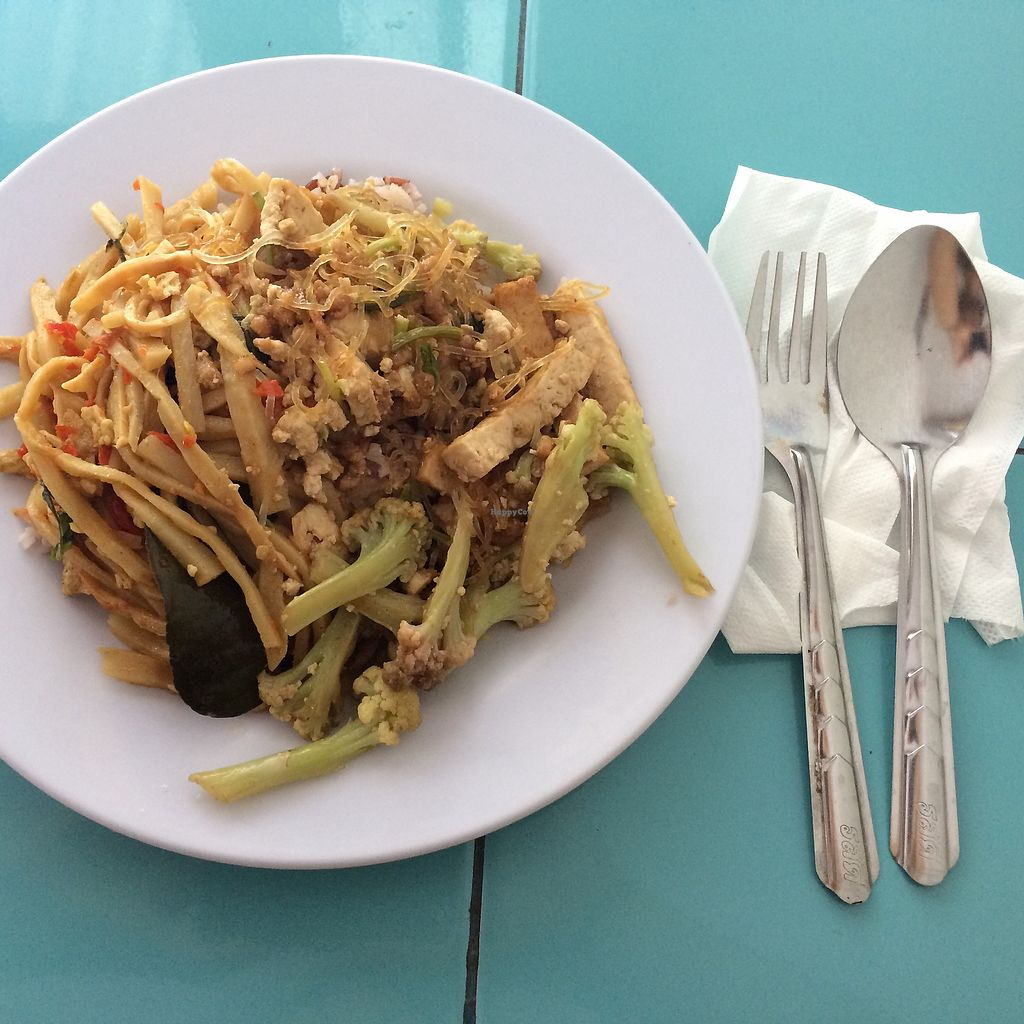 """Photo of Matae Vegetarian  by <a href=""""/members/profile/evoontoast"""">evoontoast</a> <br/>2 choices w/ rice for 30 baht!! <br/> September 21, 2017  - <a href='/contact/abuse/image/101316/306683'>Report</a>"""