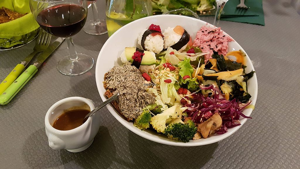 """Photo of Douceurs Vegetales  by <a href=""""/members/profile/JonJon"""">JonJon</a> <br/>Sushi bowl <br/> October 15, 2017  - <a href='/contact/abuse/image/101686/315573'>Report</a>"""