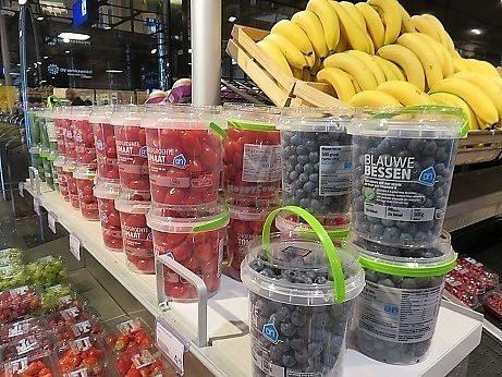 "Photo of Albert Heijn  by <a href=""/members/profile/VeganCrush"">VeganCrush</a> <br/>Berries and Fruit Snack Section <br/> September 27, 2017  - <a href='/contact/abuse/image/101743/308988'>Report</a>"