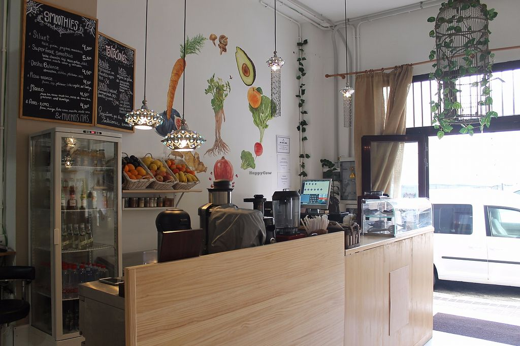 "Photo of Terra Incognita  by <a href=""/members/profile/LauraMorales"">LauraMorales</a> <br/>Lightful place, cozy and pretty close to Las Canteras beach (less than a minute by walk!). Smoothies and fresh juices to take away and enjoy in the beach.  <br/> October 10, 2017  - <a href='/contact/abuse/image/102445/313897'>Report</a>"