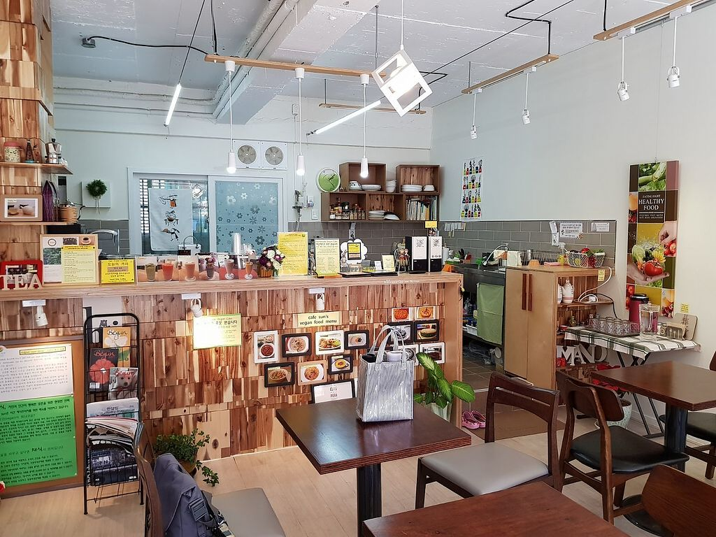 """Photo of Sun - 카페  by <a href=""""/members/profile/YiTingOng"""">YiTingOng</a> <br/>Cafe Sun interior, very peaceful and cosy <br/> April 11, 2018  - <a href='/contact/abuse/image/102461/383656'>Report</a>"""