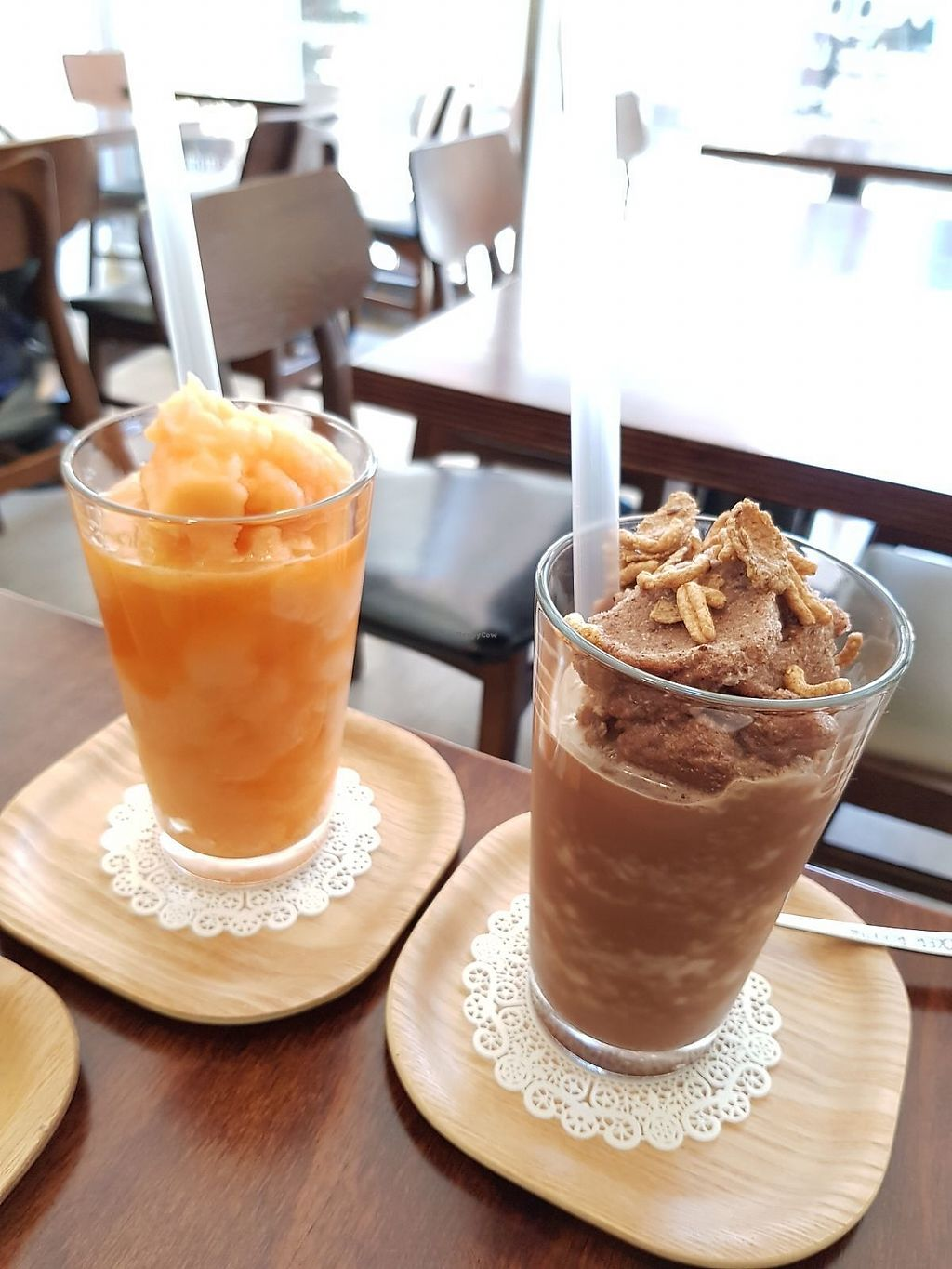 """Photo of Sun - 카페  by <a href=""""/members/profile/YiTingOng"""">YiTingOng</a> <br/>Carrot Citron Smoothie and Soy Mocha Chocochip Frappe <br/> April 11, 2018  - <a href='/contact/abuse/image/102461/383660'>Report</a>"""