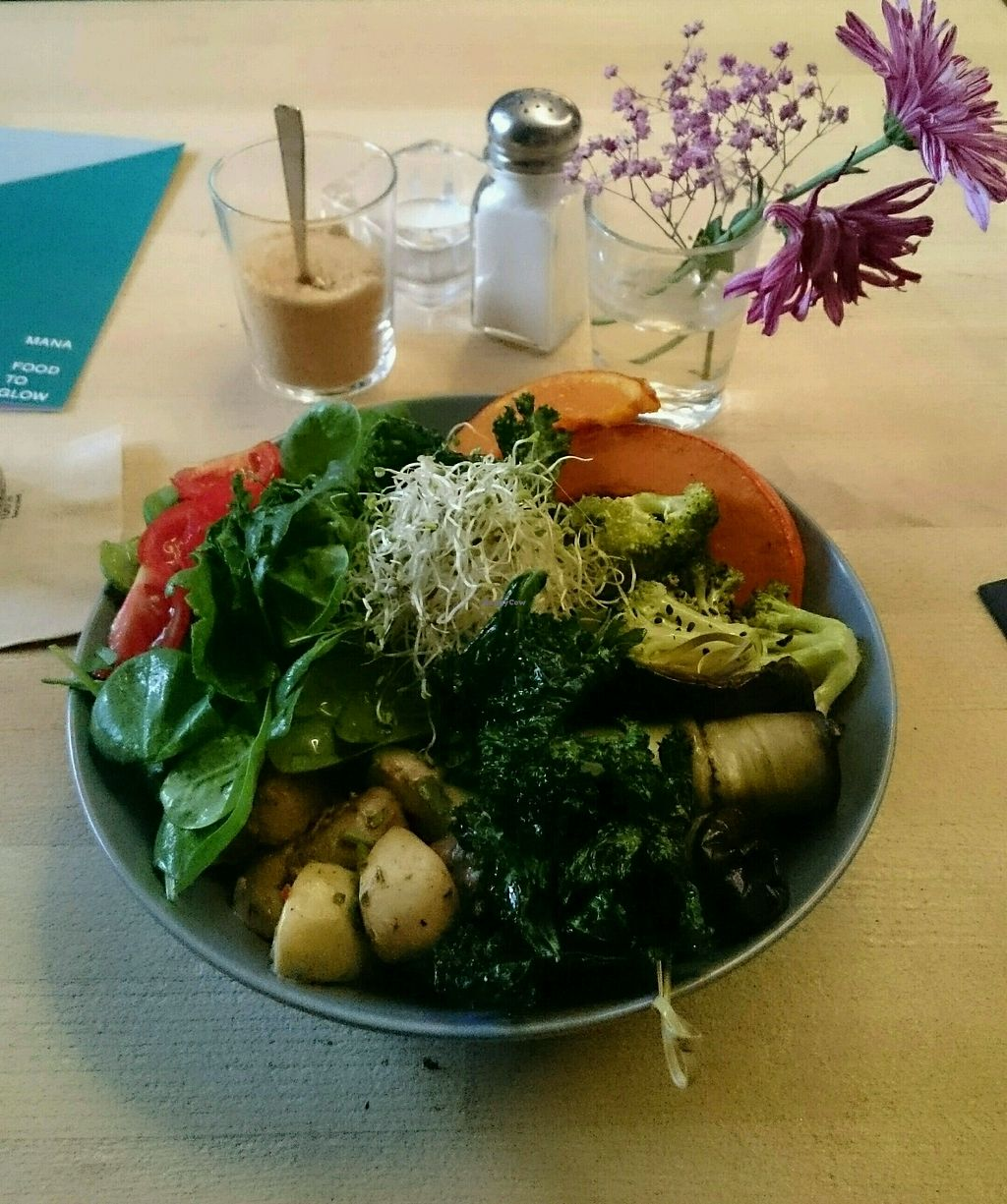 """Photo of Manafood  by <a href=""""/members/profile/JudithPretzsch"""">JudithPretzsch</a> <br/>Keeping up with the kale  <br/> October 17, 2017  - <a href='/contact/abuse/image/102480/316097'>Report</a>"""