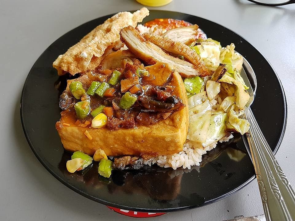 """Photo of Mummy Yummy Stall  by <a href=""""/members/profile/JimmySeah"""">JimmySeah</a> <br/>rice with tofu, cabbage and fried stuff <br/> October 18, 2017  - <a href='/contact/abuse/image/102541/316383'>Report</a>"""