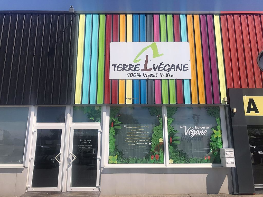 """Photo of Terre Vegane  by <a href=""""/members/profile/terrevegane"""">terrevegane</a> <br/>devanture magasin <br/> October 14, 2017  - <a href='/contact/abuse/image/102625/315049'>Report</a>"""