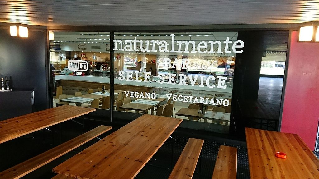 """Photo of Naturalmente  by <a href=""""/members/profile/sebben"""">sebben</a> <br/>free wifi, outdoor seating under roof <br/> October 11, 2017  - <a href='/contact/abuse/image/102689/314162'>Report</a>"""