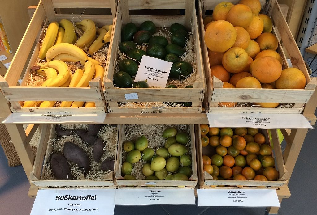 """Photo of Fellbacher Weltladen   by <a href=""""/members/profile/Carissima"""">Carissima</a> <br/>Bananas, avocados, oranges, sweet potatoes, lemons, and clementines  <br/> October 10, 2017  - <a href='/contact/abuse/image/102698/314035'>Report</a>"""