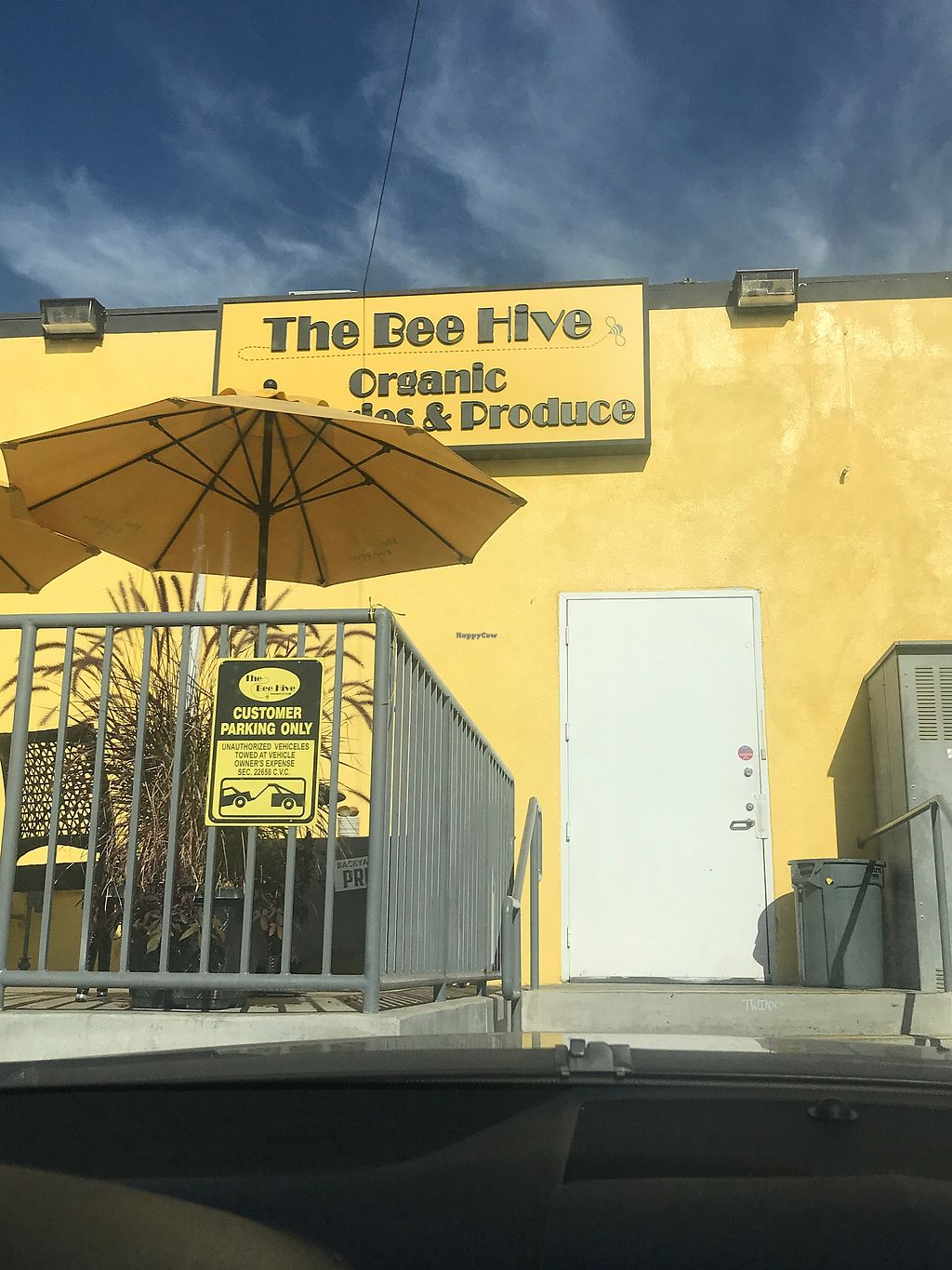 """Photo of The Bee Hive Market & Deli  by <a href=""""/members/profile/Vegan_Ness"""">Vegan_Ness</a> <br/>Parking is in the back <br/> December 22, 2017  - <a href='/contact/abuse/image/102745/338174'>Report</a>"""