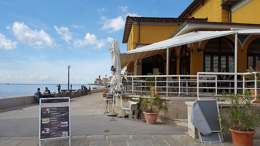 """Photo of Caffe Teater  by <a href=""""/members/profile/Seiashun"""">Seiashun</a> <br/>Outdoor and indoor seating <br/> October 14, 2017  - <a href='/contact/abuse/image/102793/315082'>Report</a>"""