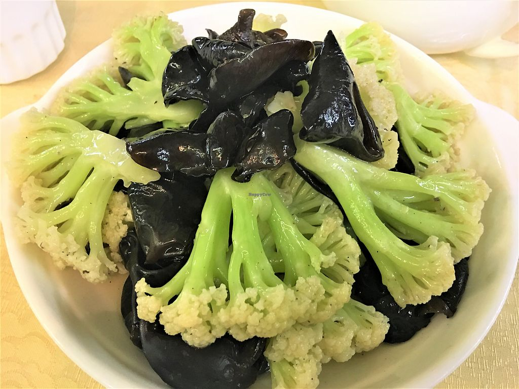 """Photo of A Mi Tuo Fo Su Xin Yuan  by <a href=""""/members/profile/Stevie"""">Stevie</a> <br/>Cauliflower and black fungus <br/> October 13, 2017  - <a href='/contact/abuse/image/102842/314741'>Report</a>"""