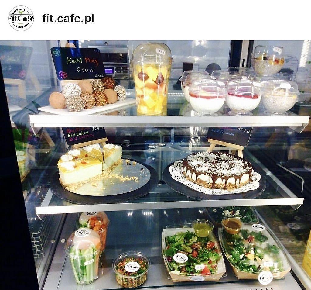 """Photo of Fit Cafe  by <a href=""""/members/profile/KonradKolankiewicz"""">KonradKolankiewicz</a> <br/>Witrynka  <br/> October 14, 2017  - <a href='/contact/abuse/image/102952/315253'>Report</a>"""