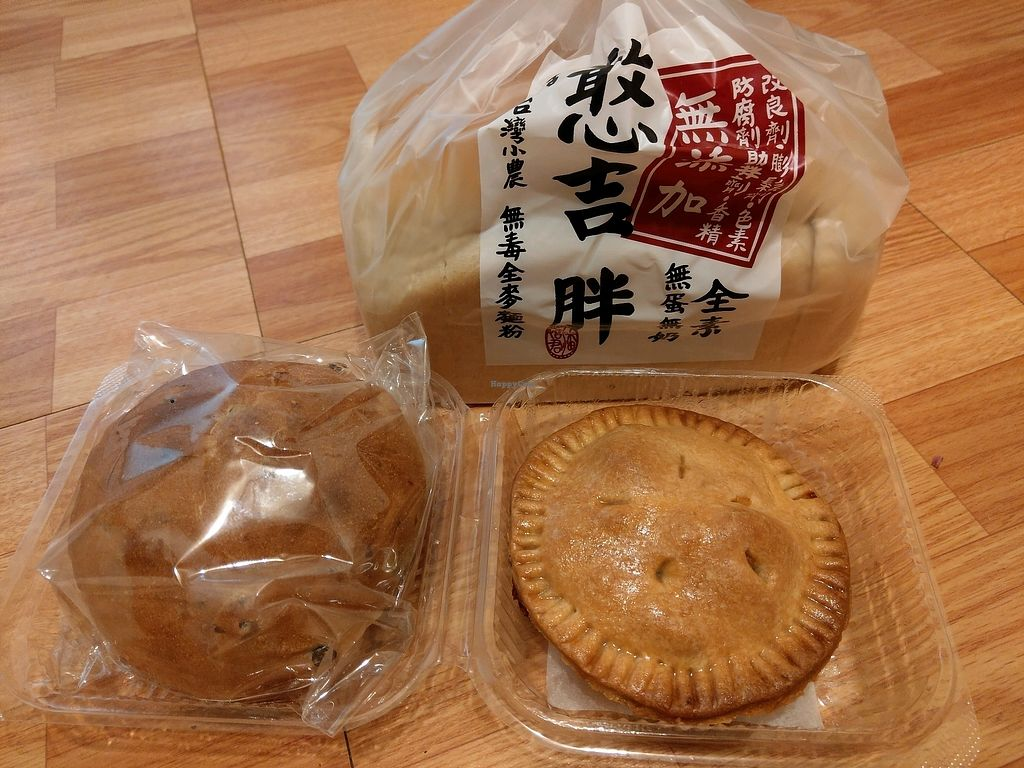 """Photo of Han Ji Pang   by <a href=""""/members/profile/deformed"""">deformed</a> <br/>White loaf, multi grain bun and apple pie <br/> February 12, 2018  - <a href='/contact/abuse/image/102960/358299'>Report</a>"""