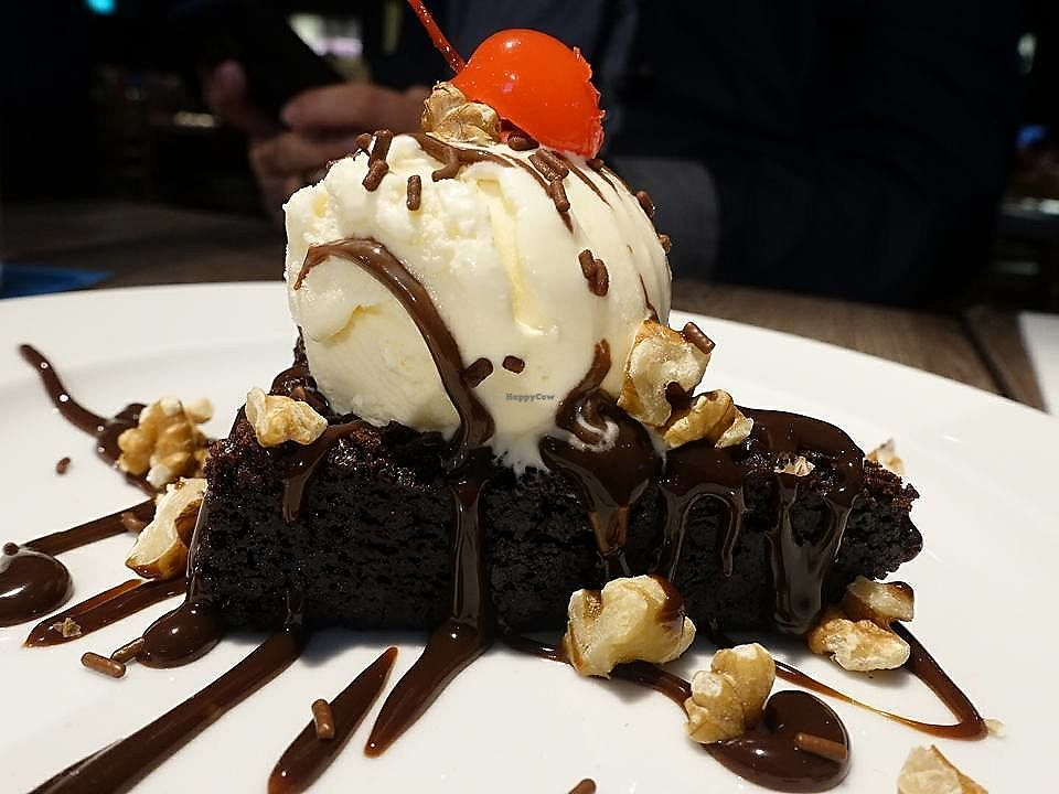"""Photo of Hard Rock Cafe - Orchard  by <a href=""""/members/profile/JimmySeah"""">JimmySeah</a> <br/>mini size brownie, ice cream is from Haagen Dazs  <br/> November 7, 2017  - <a href='/contact/abuse/image/102996/322958'>Report</a>"""