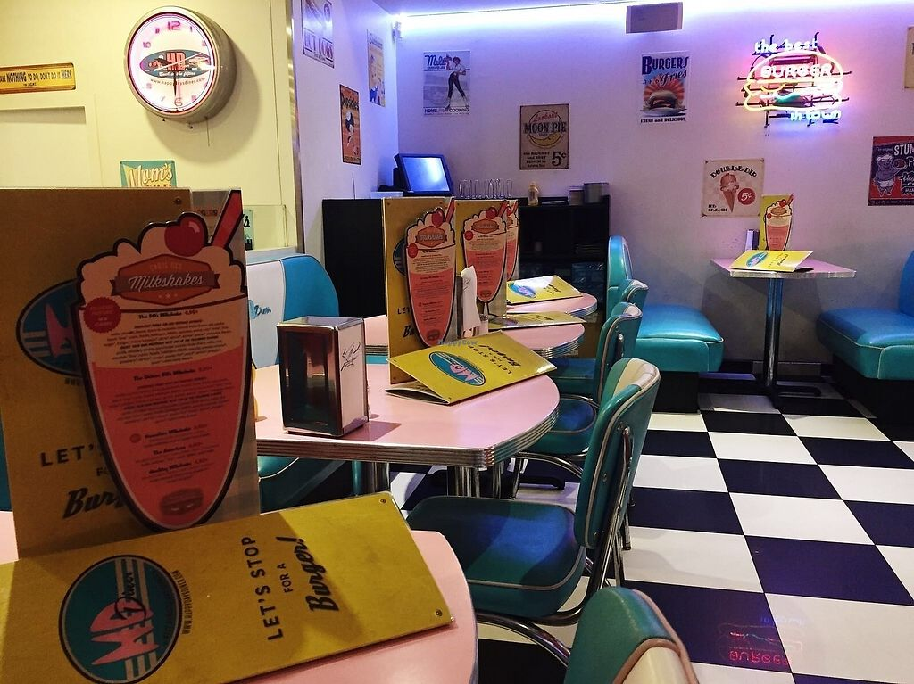 """Photo of HD Diner  by <a href=""""/members/profile/TARAMCDONALD"""">TARAMCDONALD</a> <br/>Interior <br/> December 18, 2017  - <a href='/contact/abuse/image/103042/336676'>Report</a>"""