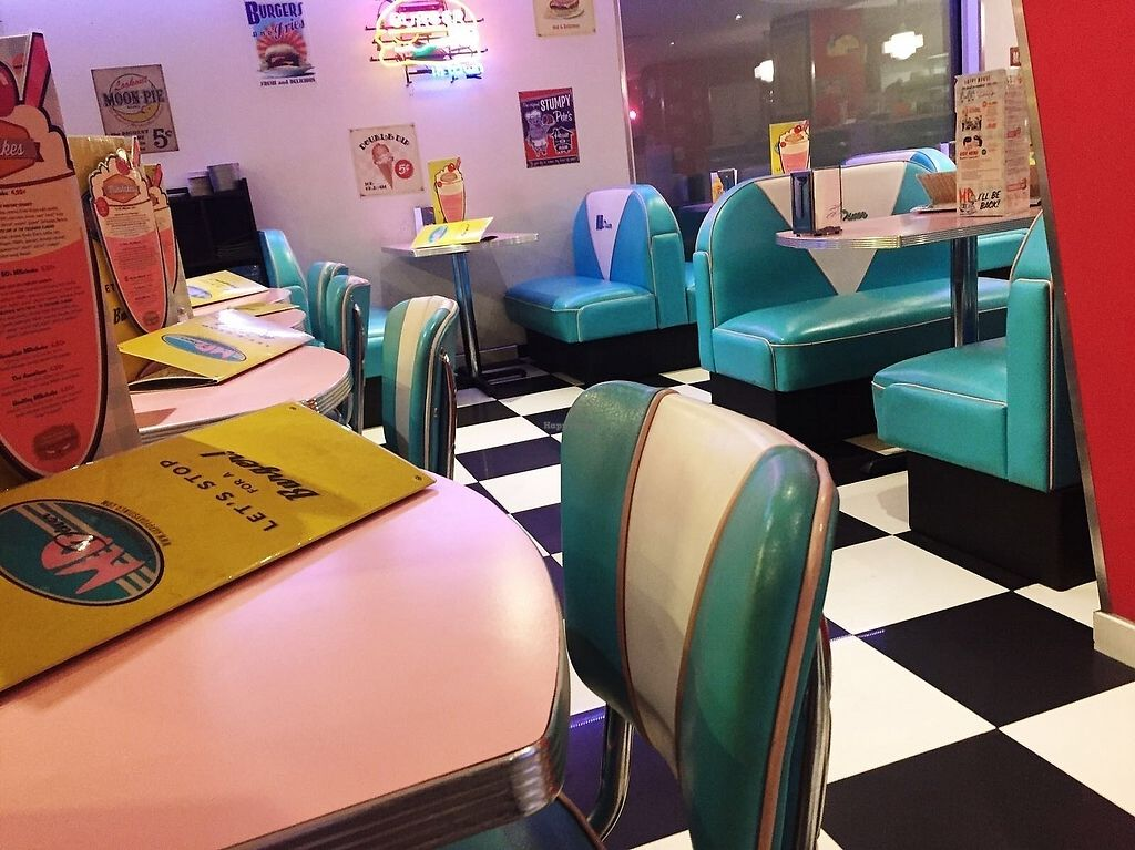 """Photo of HD Diner  by <a href=""""/members/profile/TARAMCDONALD"""">TARAMCDONALD</a> <br/>Inside seating <br/> December 18, 2017  - <a href='/contact/abuse/image/103042/336693'>Report</a>"""