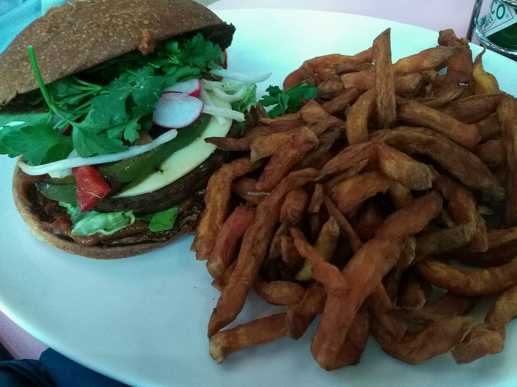 """Photo of HD Diner  by <a href=""""/members/profile/Marion02"""">Marion02</a> <br/>Le Las Vegan <br/> April 26, 2018  - <a href='/contact/abuse/image/103043/391263'>Report</a>"""