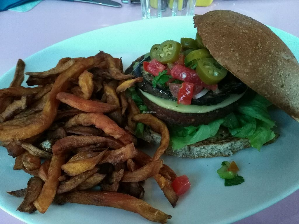 """Photo of HD Diner  by <a href=""""/members/profile/Marion02"""">Marion02</a> <br/>California Vegan <br/> April 26, 2018  - <a href='/contact/abuse/image/103043/391265'>Report</a>"""