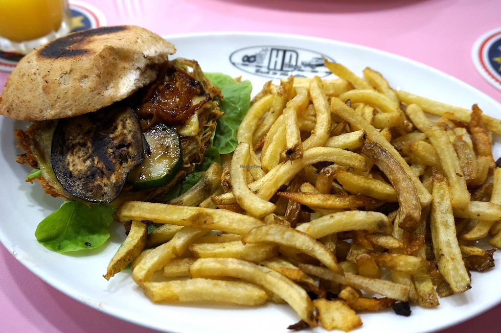 "Photo of HD Diner - Euralille   by <a href=""/members/profile/Ricardo"">Ricardo</a> <br/>New Little Italy (vegan) <br/> December 17, 2017  - <a href='/contact/abuse/image/103049/336576'>Report</a>"
